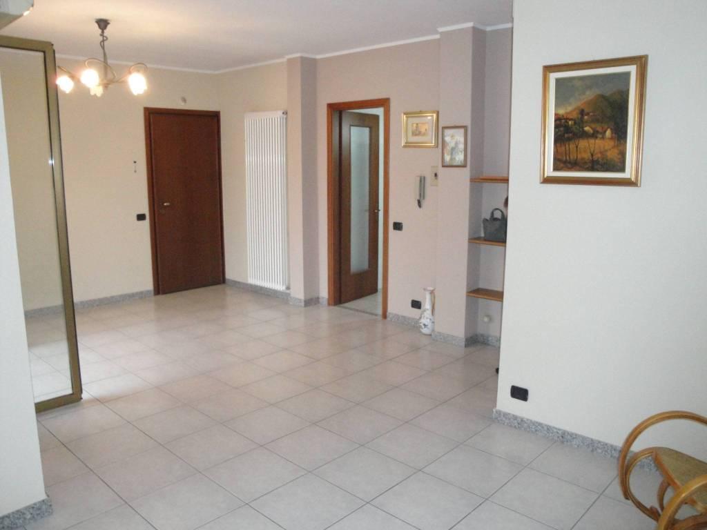 Appartamento in ottime condizioni parzialmente arredato in vendita Rif. 8562577