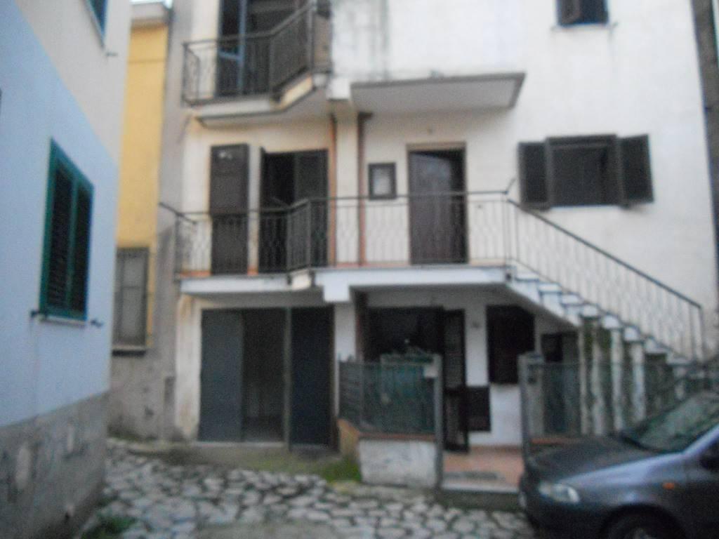 Appartamento in buone condizioni in vendita Rif. 8561866