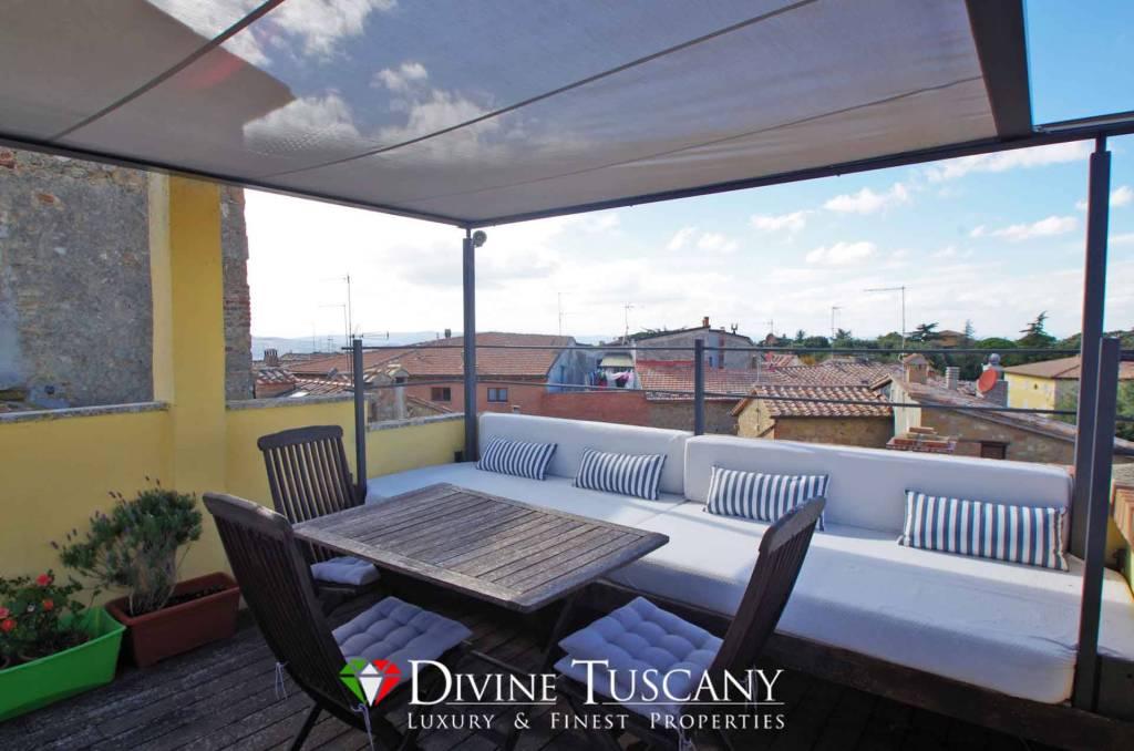 Terra-tetto con terrazza panoramica in vendita a Pienza