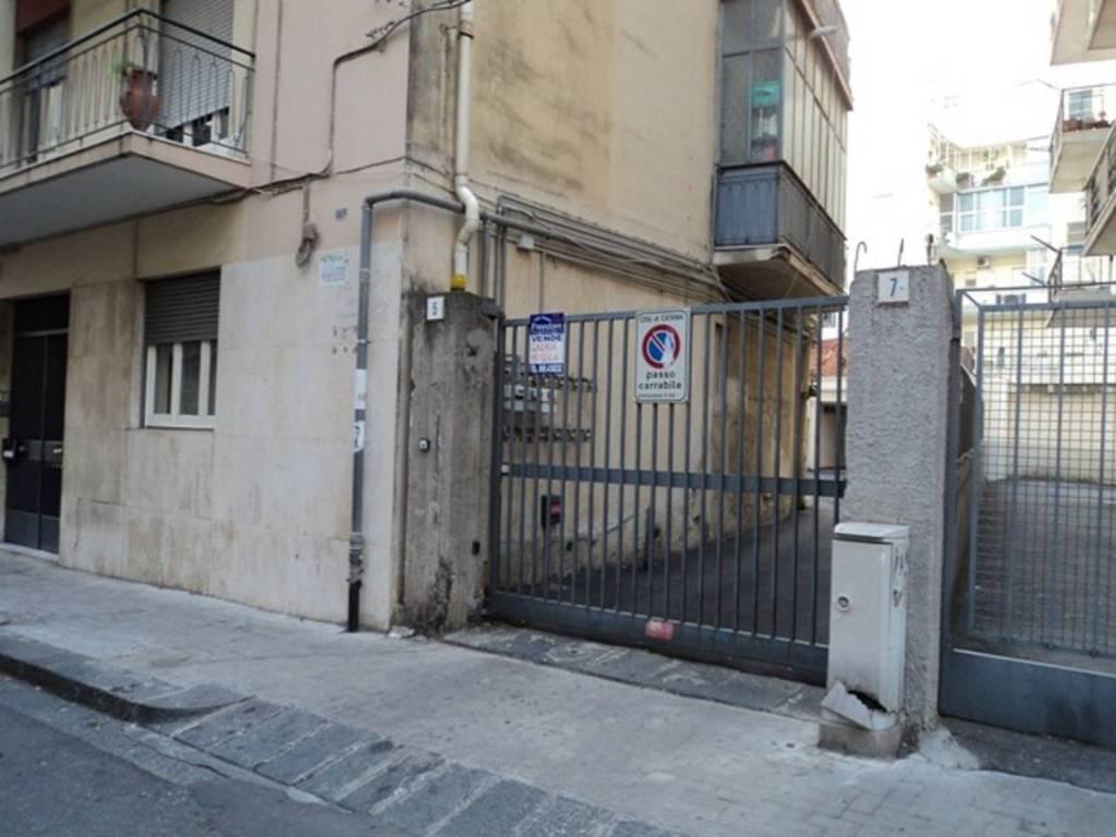Posto-box auto in Affitto a Catania Centro: 1 locali, 15 mq