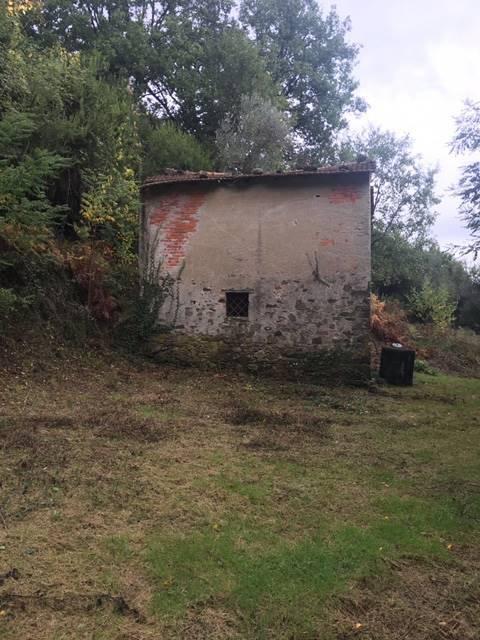 Rustico / Casale in vendita a Follo, 9999 locali, prezzo € 35.000   CambioCasa.it