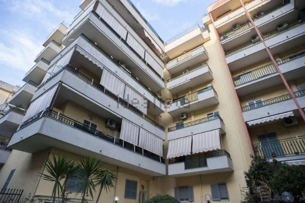 Appartamento in buone condizioni in vendita Rif. 8560973
