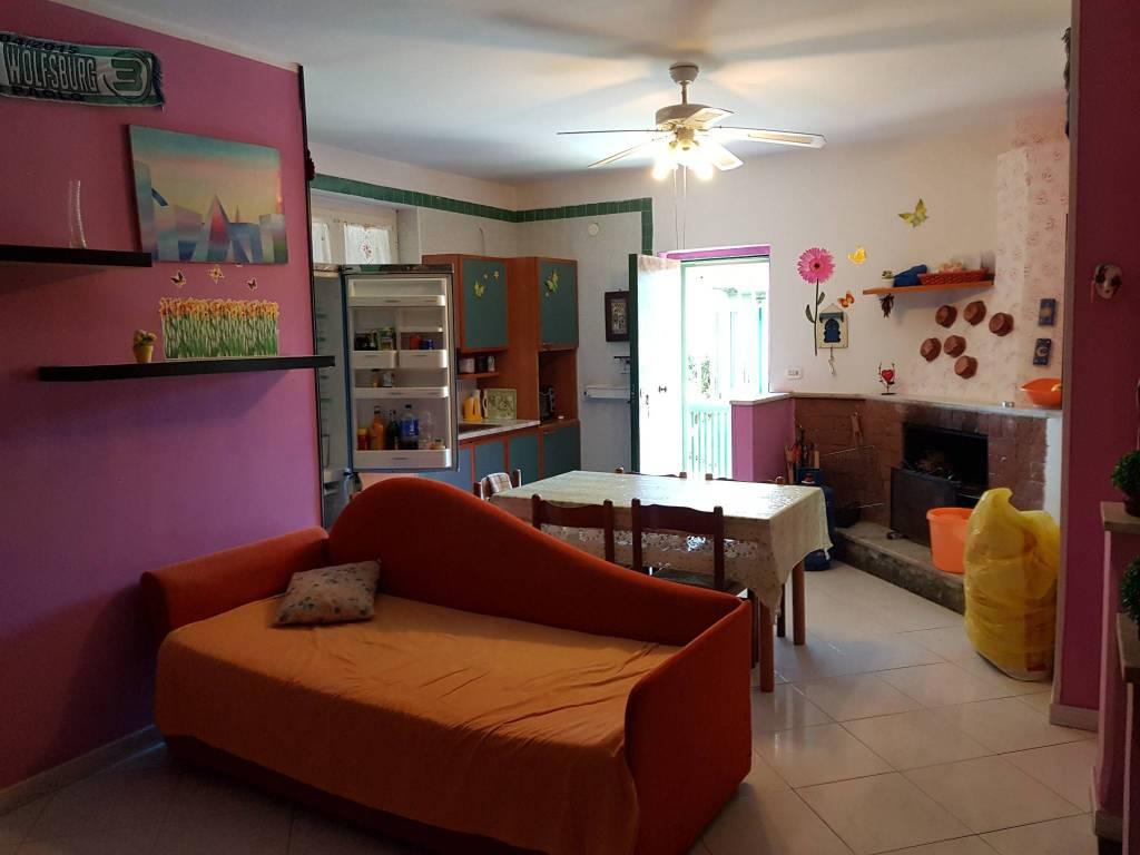 Appartamento in buone condizioni in vendita Rif. 8561273
