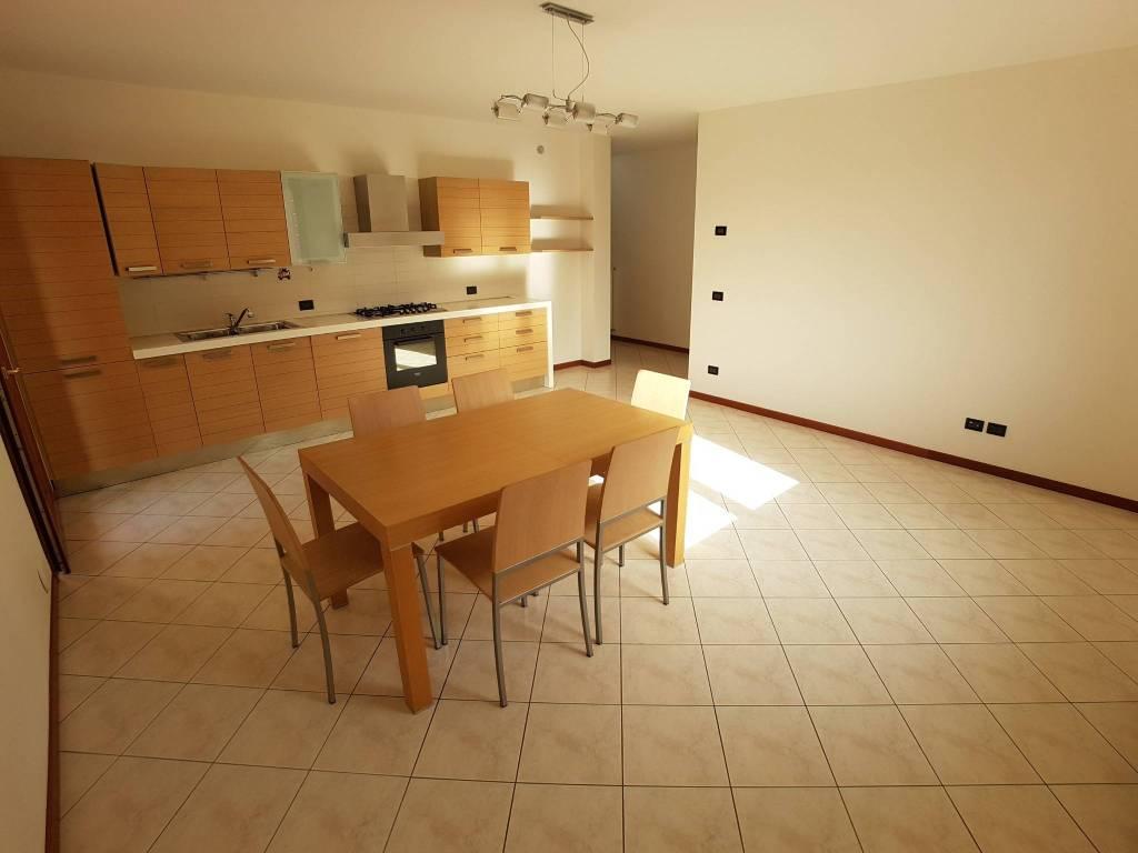 Appartamento in ottime condizioni parzialmente arredato in vendita Rif. 8559864