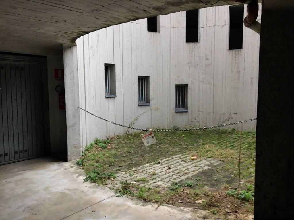 Foto 1 di Box / Garage Bologna (zona San Vitale - Massarenti)