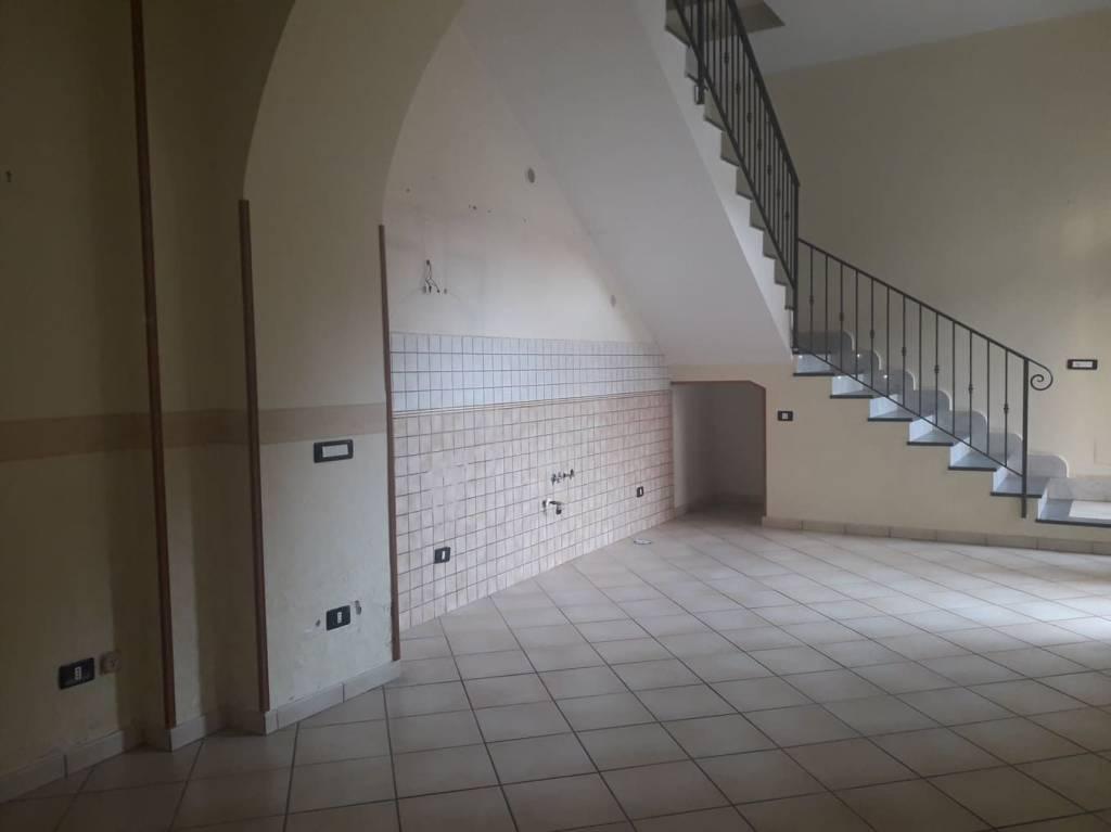 Appartamento in buone condizioni in affitto Rif. 8564931