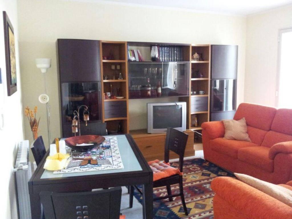 Appartamento in ottime condizioni in vendita Rif. 8574945