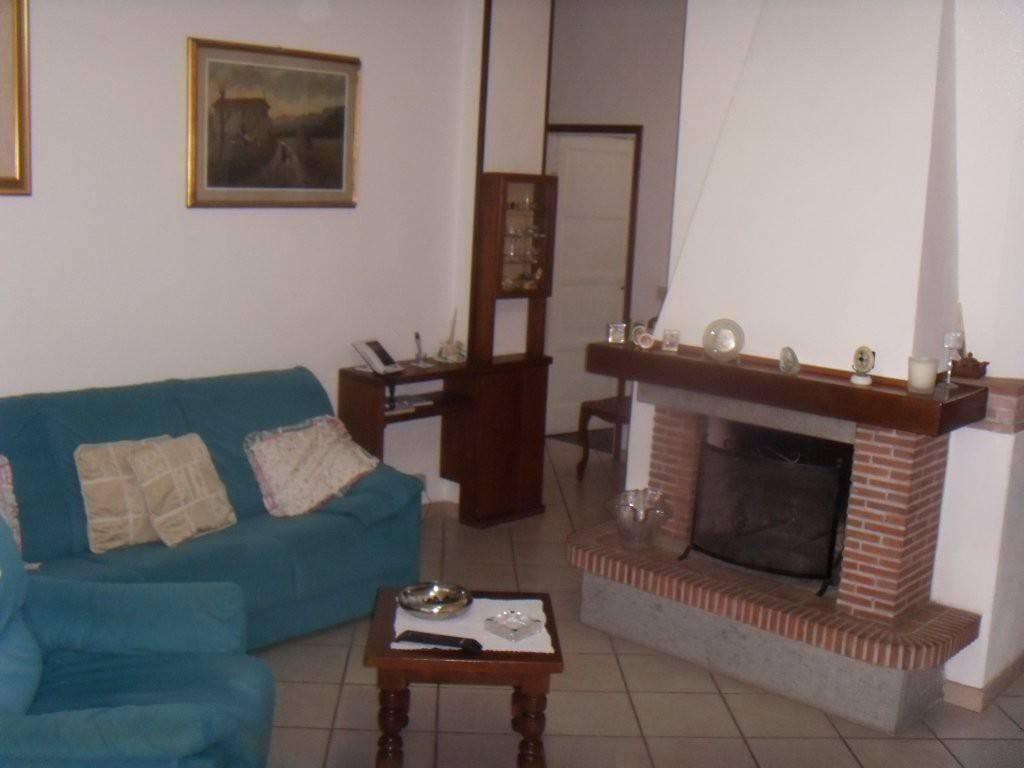 Appartamento in buone condizioni in vendita Rif. 8576143