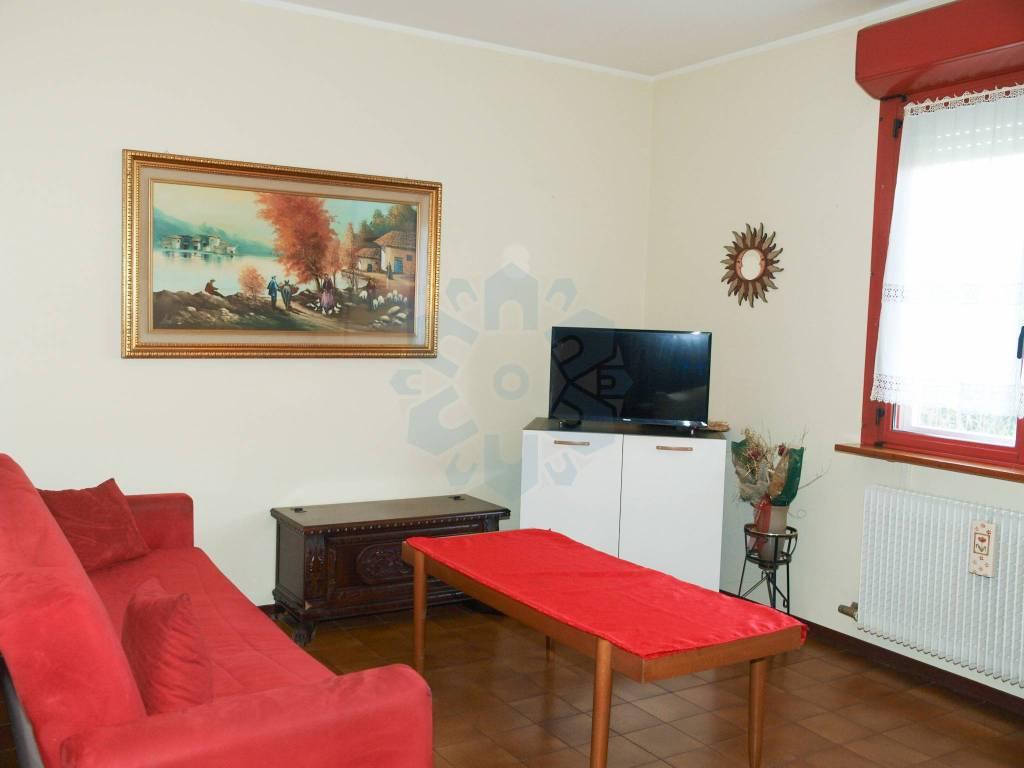 Appartamento in buone condizioni in affitto Rif. 8579207