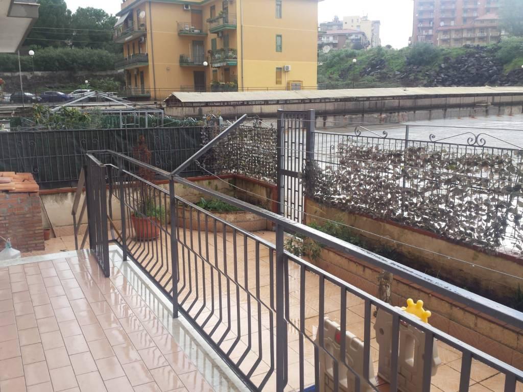 Appartamento in buone condizioni in affitto Rif. 9381305