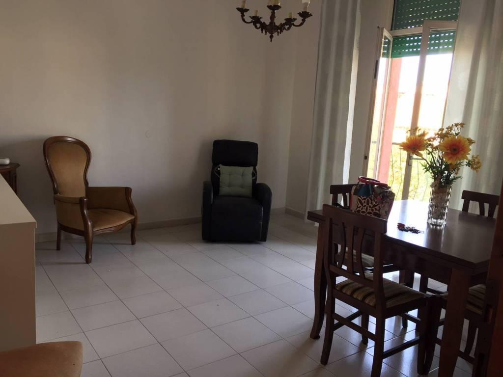 Appartamento in buone condizioni arredato in affitto Rif. 8480453