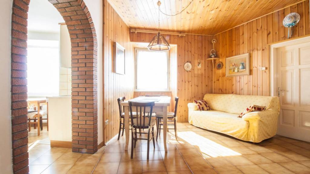 Appartamento in ottime condizioni in vendita Rif. 8577763