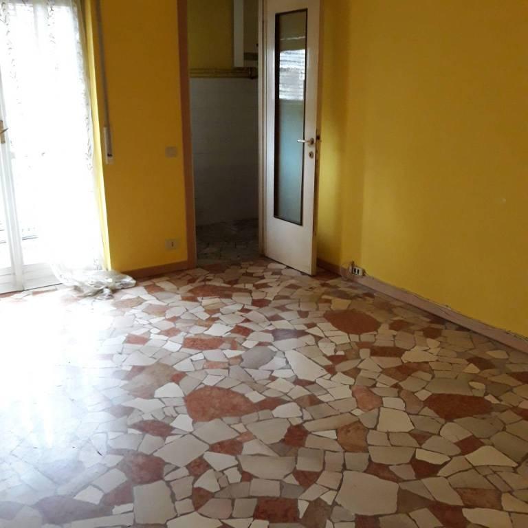 Appartamento da ristrutturare in affitto Rif. 8573178