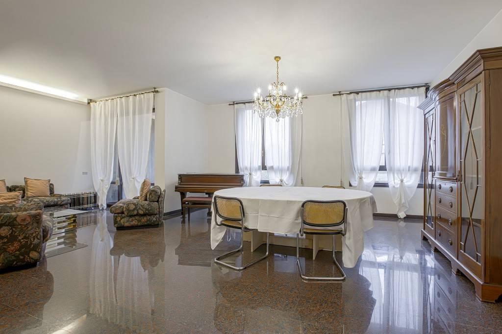 Appartamento in buone condizioni arredato in affitto Rif. 8573669
