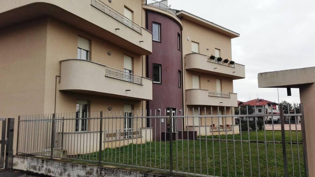 Appartamento in vendita a Cassano Magnago, 3 locali, prezzo € 100.000   CambioCasa.it