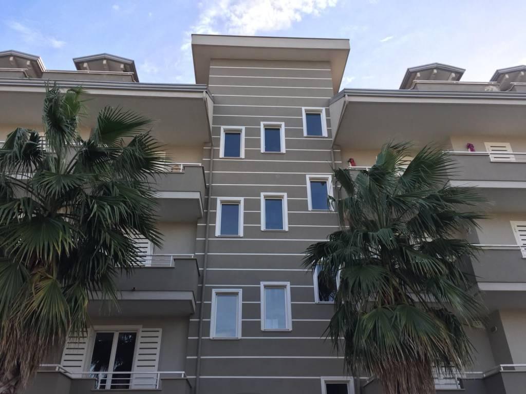 Appartamento in buone condizioni in affitto Rif. 8577753