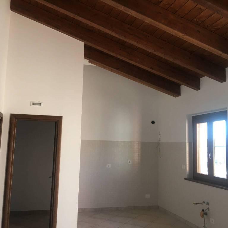 Appartamento in ottime condizioni in affitto Rif. 8573188