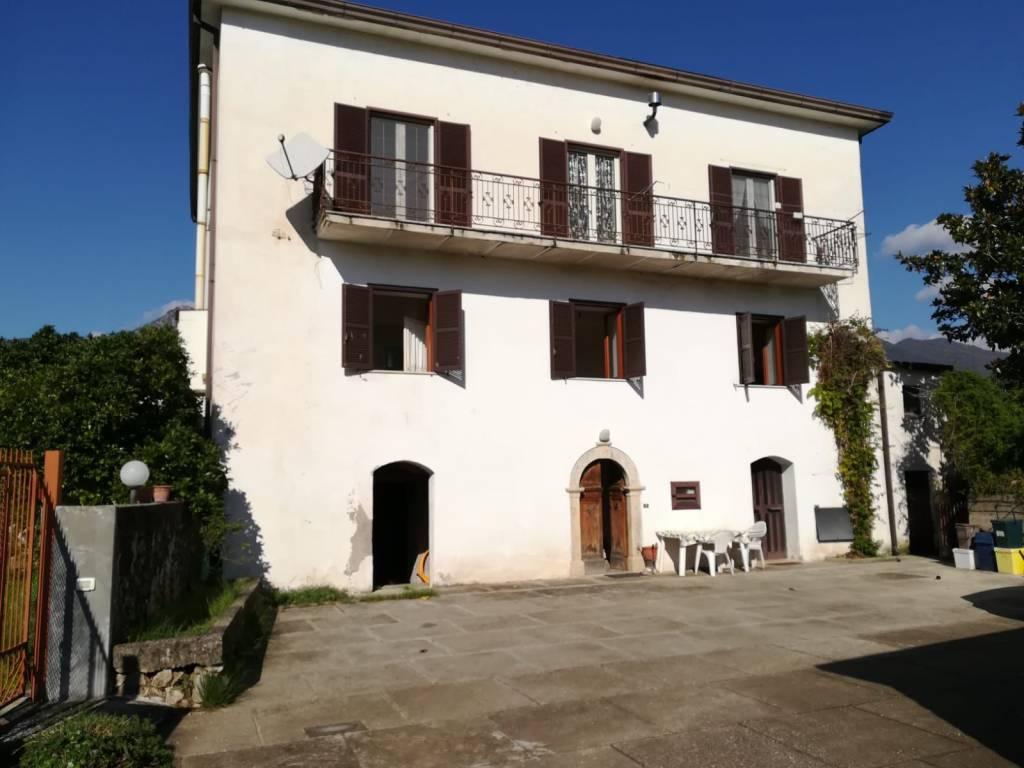 Appartamento in buone condizioni in vendita Rif. 8551168
