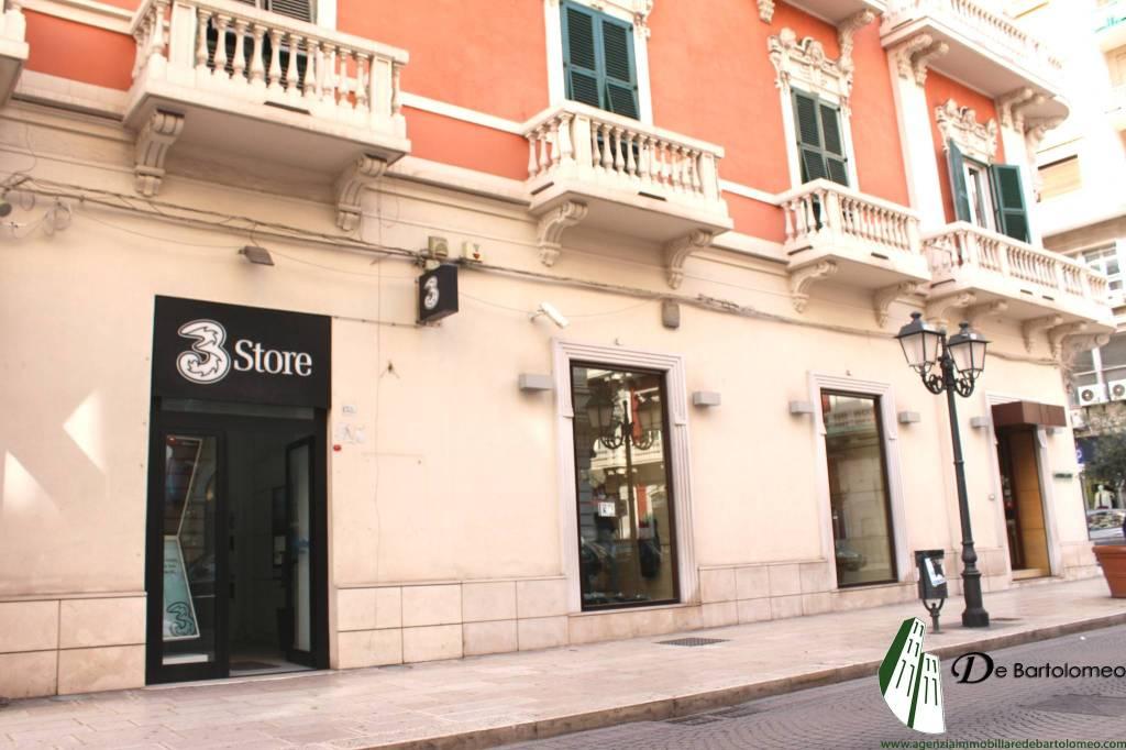 Taranto - Locale commerciale in Via Di Palma