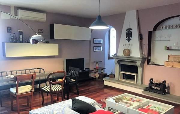 Appartamento in ottime condizioni in vendita Rif. 8575247
