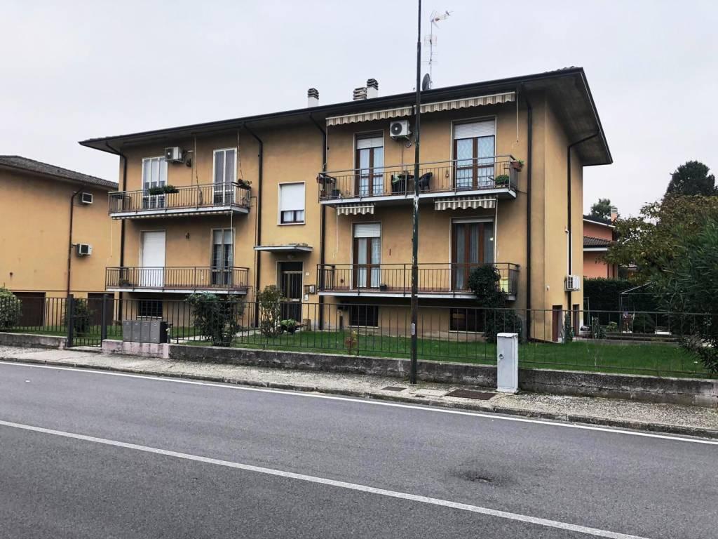 Appartamento in buone condizioni in vendita Rif. 8576227