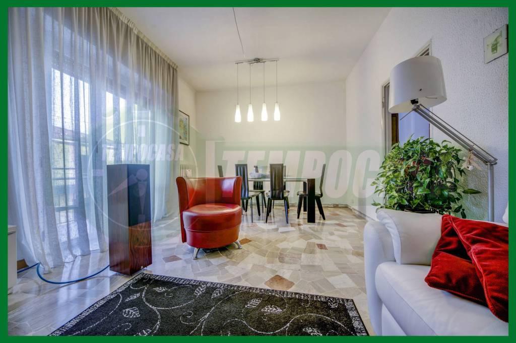 Appartamento in buone condizioni in vendita Rif. 8402560