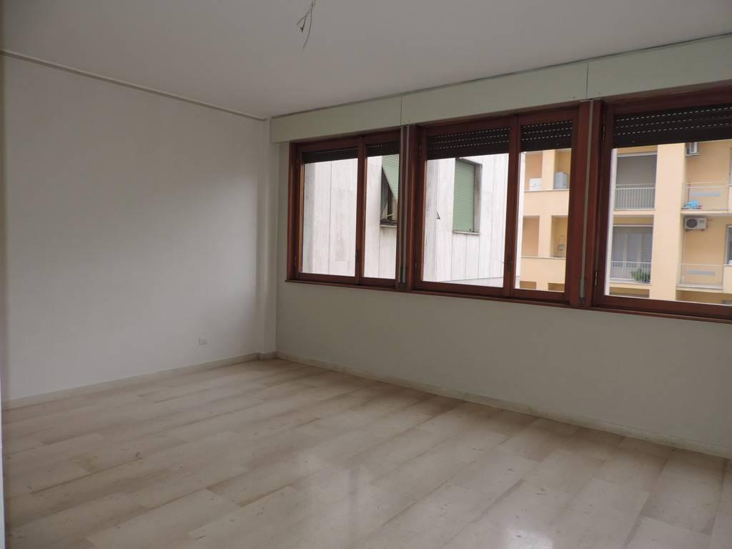 Appartamento in vendita a Vercelli, 3 locali, prezzo € 105.000 | PortaleAgenzieImmobiliari.it