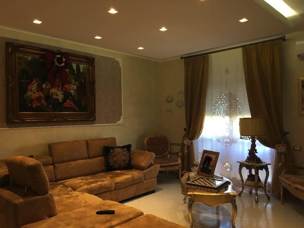 Appartamento in ottime condizioni in vendita Rif. 8576468