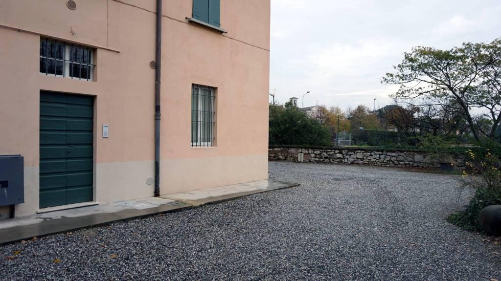 Appartamento in buone condizioni in affitto Rif. 8577566