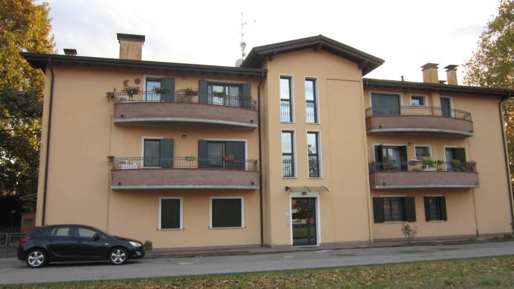 Appartamento in ottime condizioni in vendita Rif. 8575239