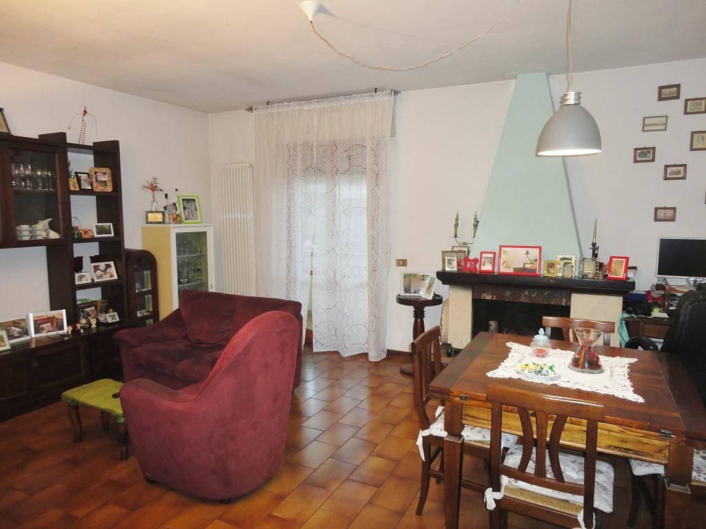 Villetta a schiera in buone condizioni in vendita Rif. 8573170