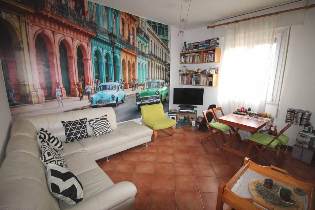 Appartamento in buone condizioni parzialmente arredato in vendita Rif. 8593353