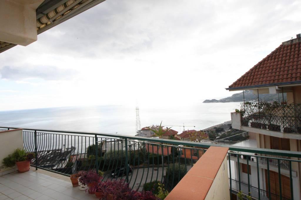Appartamento in buone condizioni arredato in affitto Rif. 8576149