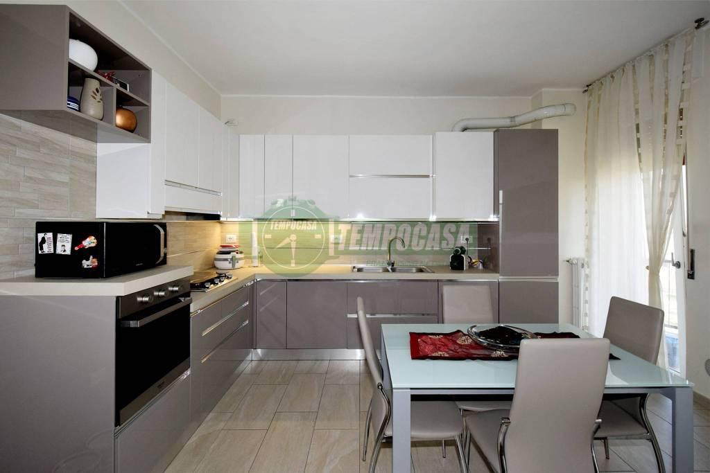 Appartamento in ottime condizioni arredato in vendita Rif. 8579062