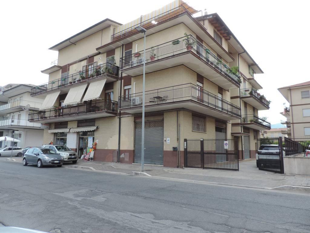 Appartamento in buone condizioni in vendita Rif. 8573744