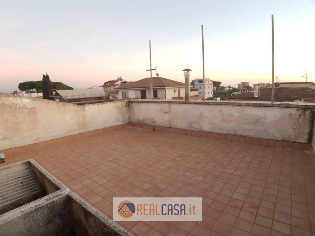Scauri Centro - 2 Appartamenti con Terrazzo e Corte Esterna