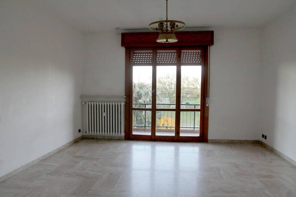 11-861 ampio appartamento comodo al centro città.