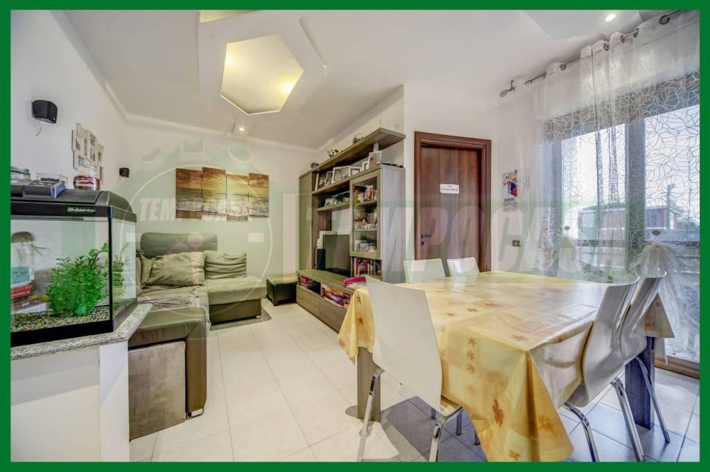 Appartamento in ottime condizioni in vendita Rif. 8579298