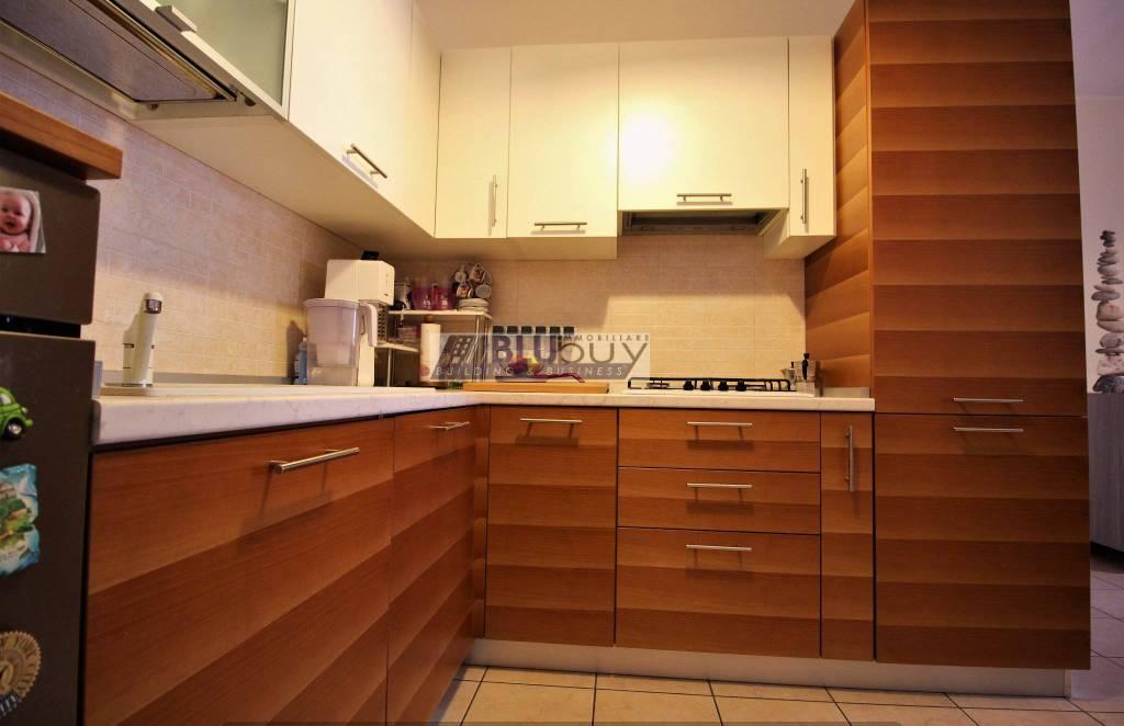 Appartamento in ottime condizioni parzialmente arredato in vendita Rif. 8591406