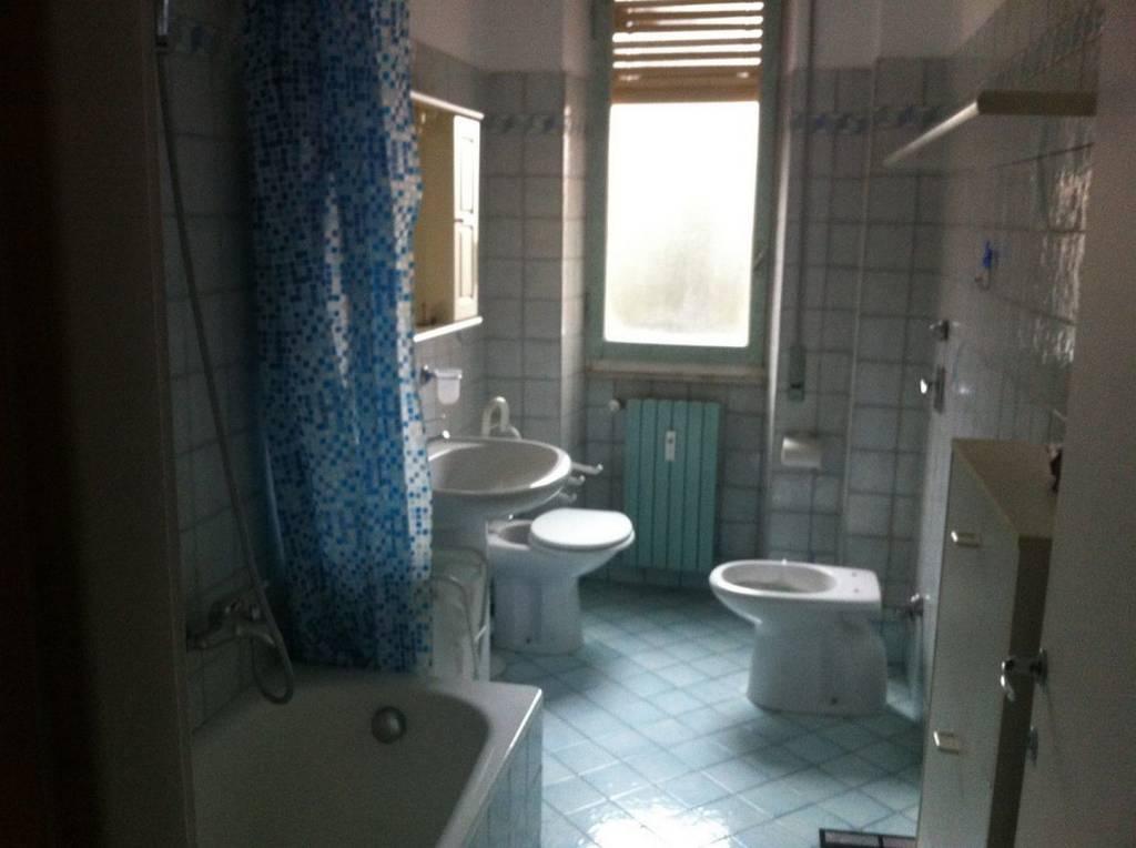 Appartamento in buone condizioni arredato in affitto Rif. 8592212