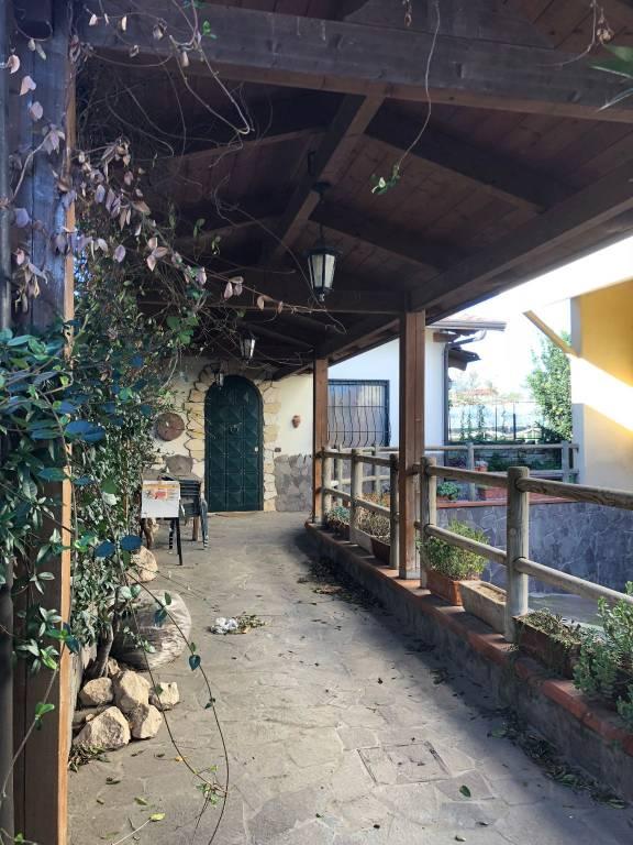 Appartamento in buone condizioni arredato in affitto Rif. 8590134