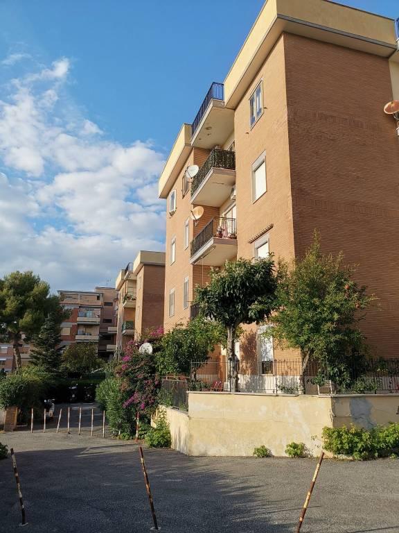 Appartamento in ottime condizioni in vendita Rif. 8590229