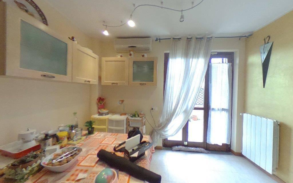 Appartamento in ottime condizioni in vendita Rif. 8590904