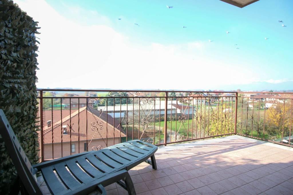 Appartamento in buone condizioni in vendita Rif. 8591482