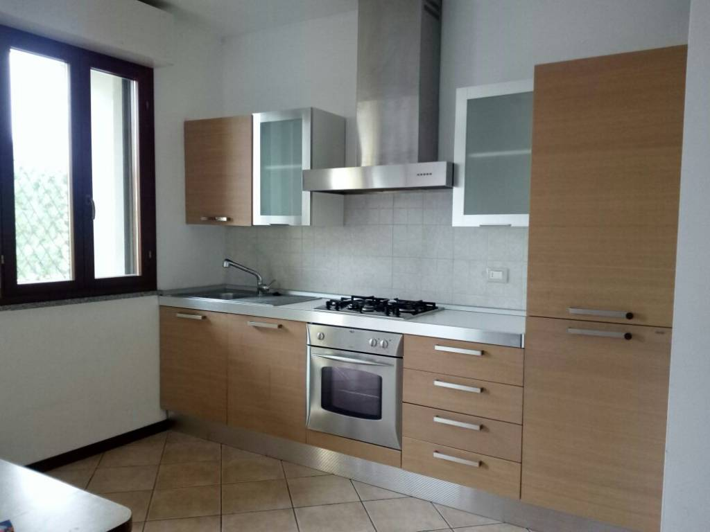 Appartamento in buone condizioni parzialmente arredato in vendita Rif. 8354116