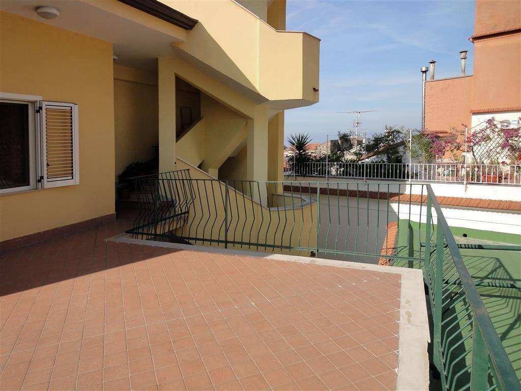 Appartamento in buone condizioni in vendita Rif. 8560698
