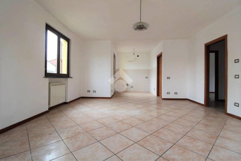 Appartamento in buone condizioni in vendita Rif. 9317897