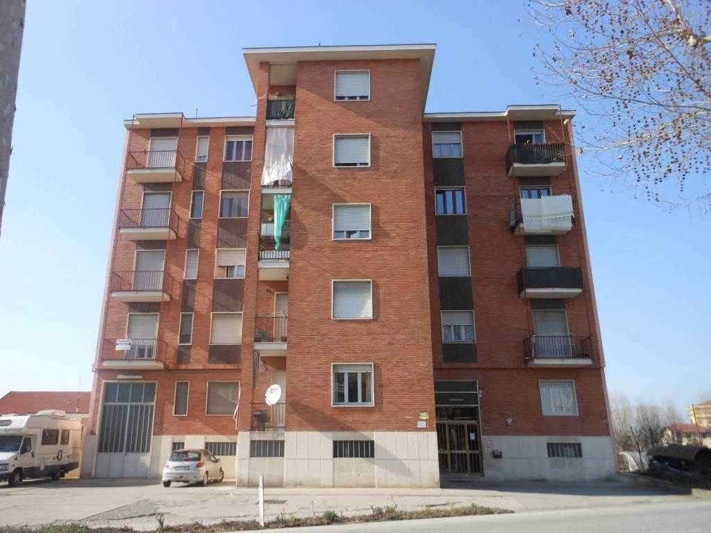 Appartamento in buone condizioni in vendita Rif. 8591633