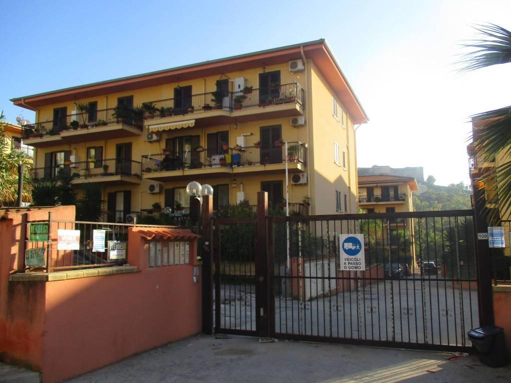 Appartamento in ottime condizioni in affitto Rif. 8589928