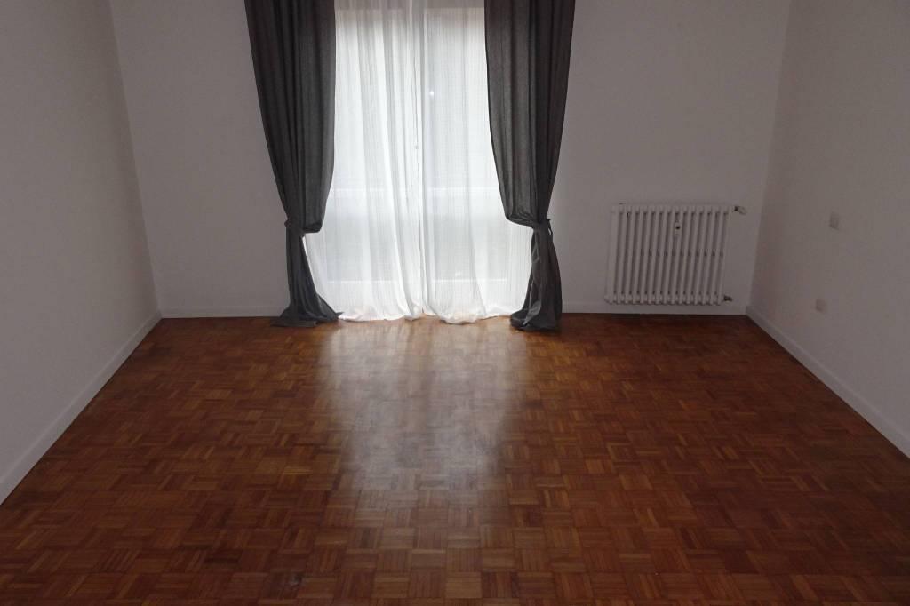 Appartamento in buone condizioni arredato in affitto Rif. 8590917